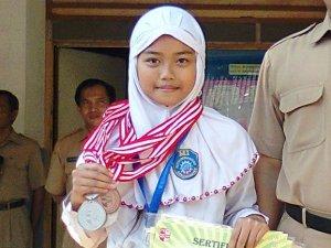 Maharani Dean Pramudita (Juara 1 Renang)